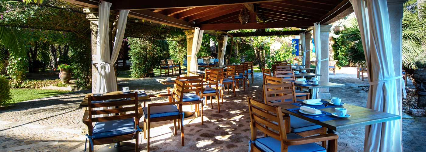 Outdoor terrace hotel Son Grec